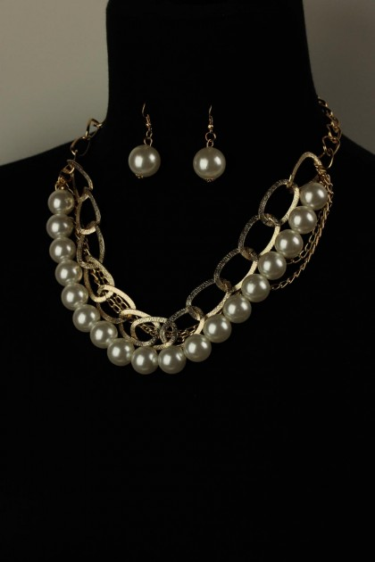Simple chain with pearl necklace set
