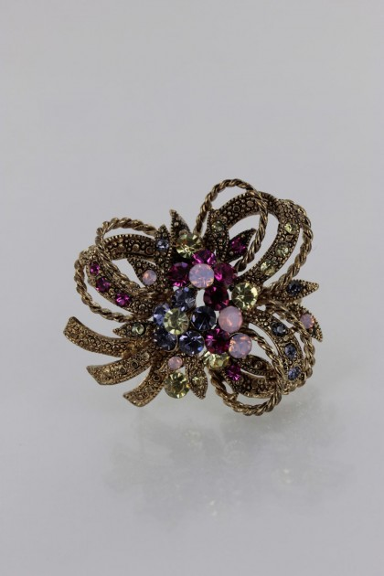 Trendy boutique flower brooch