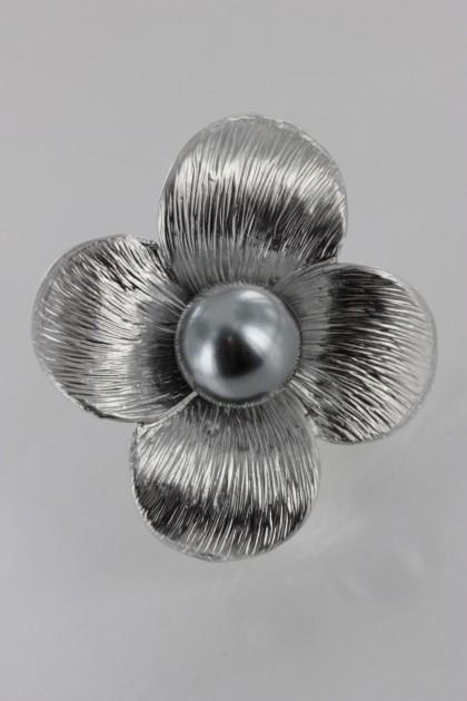 Simple Pearl Brooch