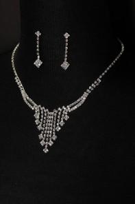 simiple drop necklace set