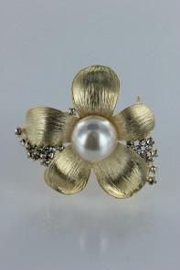 Kelly pearl brooch