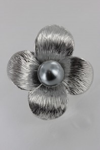 Simple Pearl Brooch
