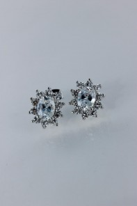 Oval flower cubic zirconia earring