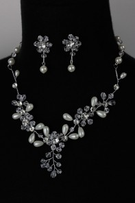 Handmade Crystal with Pearl Necklace