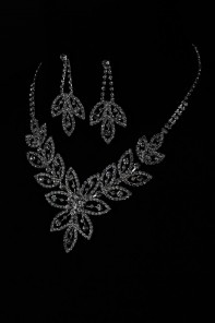 Flower necklace set